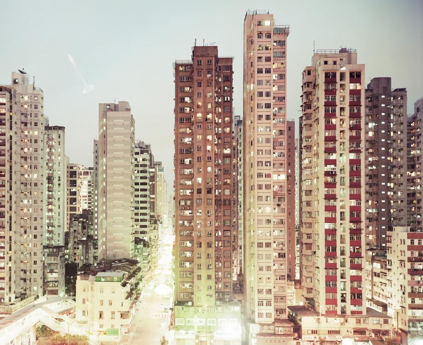 Peter-Bialobrzeski-dalla-serie-Neontigers-Hong-Kong-2001