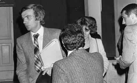 le-juge-marseillais-pierre-michel-g-procede-le-12-octobre-1979-a-marseille-a-la-reconstitution-de-la-fusillade-du-bar-du-telephone